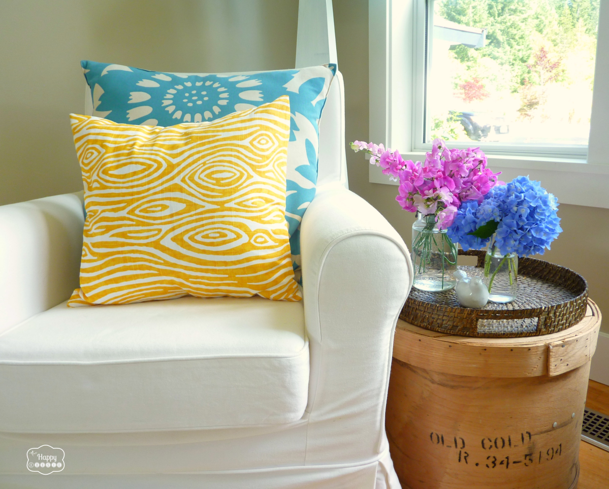 super-crazy-easy-fast-ten-minute-one-piece-envelope-pillow-covers-chair-at-thehappyhousie