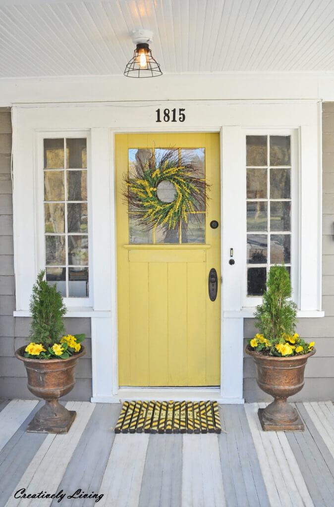 04-farmhouse-front-door-ideas-homebnc